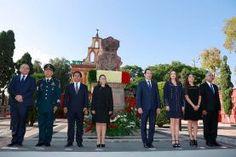 El gobernador del estado de Querétaro, Francisco Domínguez Servién y su esposa, Karina Castro de Domínguez, presidenta del Patronato del...