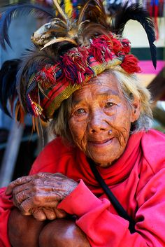 * soulFULLness in her eyes* colorful woman at the amazing Banaue Rice Terraces in the northern Philippines People Around The World, Around The Worlds, Banaue, Philippines Culture, Never Grow Old, Portraits, Interesting Faces, Natural World, Beautiful People
