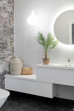 If you have a small bathroom in your home, don't be confuse to change to make it look larger. Not only small bathroom, but also the largest bathrooms have their problems and design flaws. Diy Bathroom Decor, Small Bathroom, Bedroom Decor, Bathroom Wall, Bathroom Interior, Wall Decor, Style At Home, Bathroom Renovations, Home Remodeling