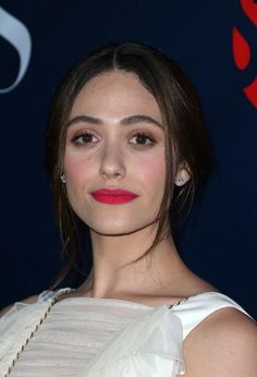 This Weeks Celebrity Beauty Inspo: Emmy Rossum's hot pink lip stain and meticulously groomed brows