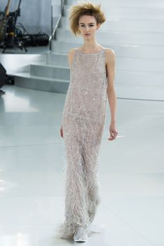See the complete Chanel Spring 2014 Couture collection.