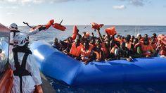Rettungsaktionen im Mittelmeer: Ungewollte Hilfe für die Schlepperbanden? | tagesschau.de