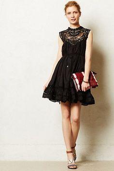 Vestido linha-a preto com babados