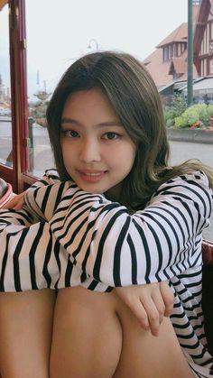 Kim Jennie of Blackpink Blackpink Jennie, Mode Kpop, Kim Jisoo, Black Pink Kpop, Blackpink Photos, Blackpink Fashion, Cute Asian Girls, Japanese Girl, K Pop