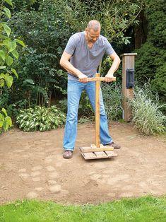 Oberfläche mit Handstampfer verdichten Front Garden Ideas Driveway, Tiny House, Pergola, Home And Garden, Gardens, Bricolage, Backyard Patio, Diy Deck, Outdoor Pergola
