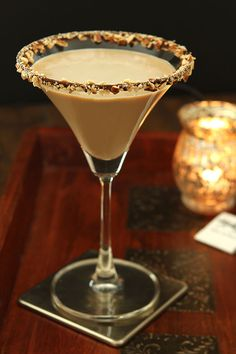 The Bailey's Salted Caramel and Espresso Martini is a fantastic dessert cocktail for the holidays; from Valentine's Day to the end of the year...it's totally delicious! Cocktail Desserts, Holiday Drinks, Cocktail Drinks, Fun Drinks, Yummy Drinks, Cocktail Recipes, Alcoholic Drinks, Beverages, Cocktail Ideas