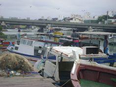 Barco dos pescadores próximo ao Triângulo na Praia do Canto.