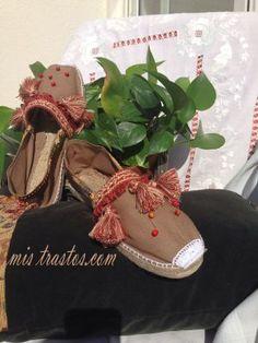 Zapatillas de Esparto Decoradas a mano,Espardeñas Spanish Espadrilles, Toddler Shoes, Summer Shoes, Footwear, Prado, Sewing, Creative, Handmade, Crafts