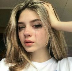 Photography Sad Girl Beauty Feelings 25 Ideas For 2019 Crying Aesthetic, Bad Girl Aesthetic, Retro Aesthetic, Aesthetic Fashion, Aesthetic Clothes, Crying Pictures, Sad Pictures, Photo Triste, Crying Tumblr