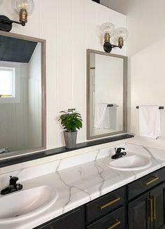 Painting Bathroom Countertops, Marble Countertops Bathroom, Black Marble Countertops, Bathroom Counter Paint, Countertop Paint, White Marble Bathrooms, Bathroom Vanity Makeover, Bathroom Interior, Bathroom Ideas