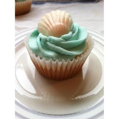"""Customer submitted photo! """"(This is the liner and size I use for the majority of the cupcakes I make for events and parties. I am a home baker. These fit into the pans you commonly buy in the bakery section of discount stores.""""( - Eva D."""