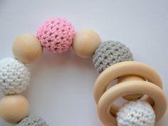 Für kleine Kinderhände sind die Greiflinge perfekt und ein heiß geliebtes Spielzeug.  Sie fördern den Greifreflex und somit die motorische Entwicklung unserer Kinder. Pink, Kids Hands