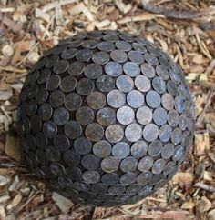 it says this penny ball will make hydrangeas blue! Penny Ball for the garden. Pennies in the garden repel slugs and make hydrangeas blue. I love this idea. It looks old and new and beautiful. I need this to keep the slugs off my strawberries! Penny Ball, Outdoor Projects, Garden Projects, Garden Ideas, Garden Crafts, Recycled Garden Art, Outdoor Crafts, Outdoor Stuff, Crafty Projects