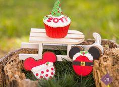 Οι Χριστουγεννιάτικες δημιουργίες μας! Cupcake Shops, Cake Pops, Bakery, Sweets, Christmas Ornaments, Holiday Decor, Cake Pop, Sweet Pastries, Xmas Ornaments