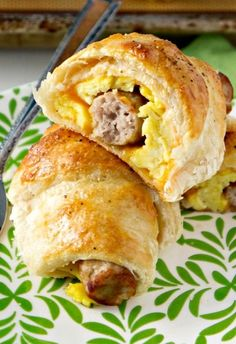 Sausage, Egg & Cheese Breakfast Roll-Ups. Addicting breakfast recipe!