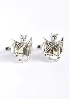 Silver closed wings bats Cufflinks! #splicecufflinks #cufflink #cufflinks #mensfashion #men #mensaccessories #menstyle #style #singapore #england #fashion #fleamarket #unique #standout #groomsmencuffs #groomsmencufflinks #halloween #bats #horror #gothic #goth http://www.splicecufflinks.com