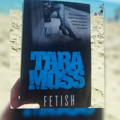 Day 22 of #januarybookworms by @floralsndragons and @thegraduatedbookworm is reading outdoors. Lucky I found this old pic because I think  we're about to get a pretty crazy storm soon in Melbourne! #bookstagram #bookchallenge #books #reading #readingoutdoors #beach #beachreads #fetish #taramoss #igreads #bookish #bookblogger #booklove #bookworm #booklove #bibliophile #melbourne #seafordbeach