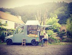 cute food truck in China Mobile Restaurant, Mobile Cafe, Coffee Food Truck, Coffee Van, Coffee Shop, Food Truck For Sale, Mobile Food Trucks, Mobile Catering, Food Vans