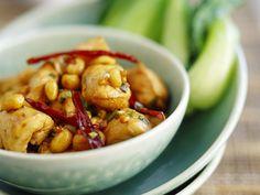 Pikantes Hähnchen mit Chili und Erdnüssen