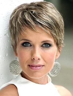 We find a Short Hairstyles For Older Woman With Fine Thin Hair idea for you. Choosing the right hair style is important. Go find your new style here. Haircuts For Fine Hair, Short Pixie Haircuts, Short Hairstyles For Women, Hairstyles With Bangs, Trendy Hairstyles, Hairstyles 2018, Haircut Short, Haircut Bob, Pixie Bangs