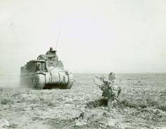 Char Grant américain en Tunisie. Ce char est le principal char des unités américaines en Afrique du nord, mais il est déjà obsolète autant p...