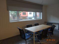 Stínící roleta v prezentační místnosti Conference Room, Table, Furniture, Home Decor, Decoration Home, Room Decor, Tables, Home Furnishings, Home Interior Design