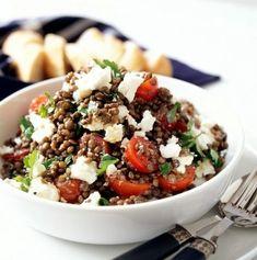 Teplý čočkový salát s fetou Salad Dressing, Tofu, Feta, Acai Bowl, Cooking Recipes, Breakfast, Dressings, Acai Berry Bowl, Morning Coffee