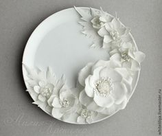 """Купить Интерьерная тарелка """"фарфоровый"""" шиповник из фоамирана - белый, фоамиран, шиповник, дельфиниум, композиция"""