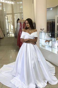 Einfache hochzeitskleid,Einfaches brautkleid ,Ballkleider Elegant Wedding Dress, Wedding Dress Styles, Formal Wedding, Bridal Dresses, Prom Dresses, Dress Prom, Wedding Ideas, Formal Dresses, White Satin