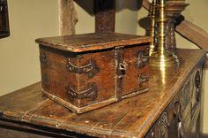 A FINE LATE 16TH CENTURY ENGLISH OAK AND IRONBOUND OFFERTORY BOX. CIRCA 1560.