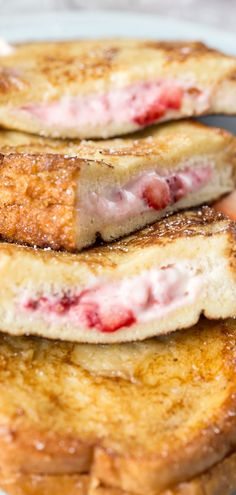 Delicious stuffed french toast recipe with a cheesecake strawberry filling. - Delicious stuffed french toast recipe with a cheesecake strawberry filling. A great breakfast recip - Protein Rich Breakfast, Breakfast Toast, Perfect Breakfast, Breakfast Dishes, Breakfast Casserole, Stuffed French Toast Casserole, Breakfast Time, Best French Toast, French Toast Bake