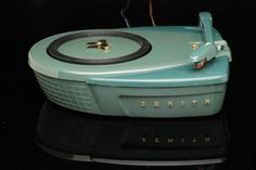Jet Age Zenith Phantom Record Player – 1957 Another one for us audiophiles . note the seafoam/team green again . I wonder how it sounded? Vinyl Record Player, Record Players, Radios, Lps, Jukebox, Vintage Records, Atomic Age, Phonograph, Old Tv