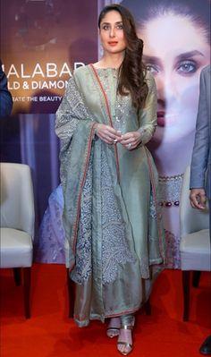 Discover thousands of images about Karishma Kapoor in Anamika Khanna. Pakistani Outfits, Indian Outfits, Indian Dresses, Indian Attire, Indian Wear, Punjabi Dress, Punjabi Suits, Saree Dress, Anarkali Suits