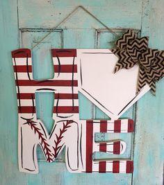 Baseball door hanger - Draw on a circle Baseball Wreaths, Baseball Crafts, Hogs Baseball, Baseball Cookies, Baseball Signs, Baseball Stuff, Baseball Season, Softball, Wooden Doors