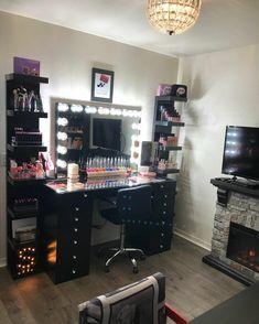 Vanity Makeup Rooms, Makeup Vanity Mirror With Lights, Vanity Room, Makeup Vanities, Black Makeup Vanity, Mirror Vanity, Black Makeup Room, Vanity Set, Closet Vanity