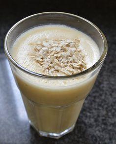 Ontbijtsmoothie sinaasappel & banaan met havermout. - Breakfast Smoothie with orange, banana and oats.
