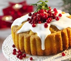 Julkaka med lingon och saffran This is some kind of Christmas cake with either lingonberries or cranberries and saffron...it looks pretty and delicious.
