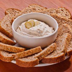 O Quark (tipo de queijo cremoso) é muito apreciado pelos alemães e faz parte do cardápio diário. Pode ser servido só com pão, pão e manteiga ou mel, pode ser servido com batatas cozidas, com salmão…
