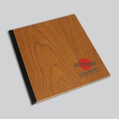 Cardápios personalizados em madeira.