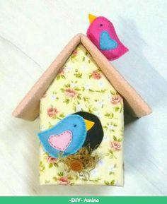 Casinha de passarinho feita com caixa de leite.