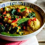 A delectable coconut-flavoured vegetable curry served with poppadoms and a herbed yoghurt sauce. Coconut Vegetable Curry, Vegetable Salad, Curry Recipes, Soup Recipes, Healthy Recipes, Benefits Of Healthy Eating, Red Vegetables, Indian Food Recipes, Ethnic Recipes