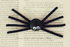 silly stone spiders, kids craft via @rebecca_simpleasthat #halloween #fall