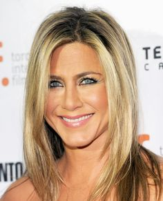 50 Shades: The Exact Foundation Formula Worn By Your Favorite Celebs - Jennifer Aniston from #InStyle Love her hair and makeup!!