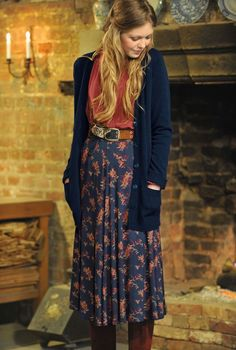Modest Outfits for Winter Leaf & Dash Full Circle Skirt-Brora Not crazy about the belt, but I love everything else! Fashion Moda, Look Fashion, Womens Fashion, Cheap Fashion, Fall Fashion, Mode Chic, Mode Style, Mode Outfits, Fall Outfits