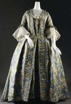 Spitalfields Silk Brocaded Dress, ca. 1730.  http://www.lasplash.com/publish/cat_index_Style_and_Fashion/AngloMania.php/
