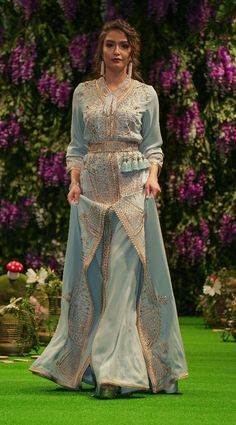 Caftan Morrocan Dress, Moroccan Bride, Moroccan Caftan, Modest Fashion, Hijab Fashion, Fashion Dresses, Beautiful Muslim Women, Beautiful Gowns, Pakistani Formal Dresses