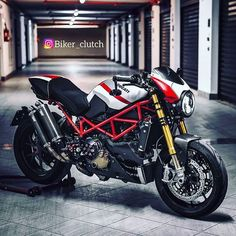 Ducati Monster - i love it - Motos Ducati Monster S4r, Ducati Monster Custom, Ducati Diavel, Ducati Cafe Racer, Cafe Racer Motorcycle, Cafe Racers, Ducati Motorcycles, Custom Motorcycles, Custom Cafe Racer