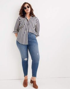 (Love this top, but would look better with black bottoms - a nice black and white outfit) Madewell Taller Curvy High-Rise Skinny Jeans: Drop Step-Hem Edition Look Plus Size, Plus Size Jeans, Plus Size Style, Plus Size Fall, Mode Chic, Mode Style, Plus Size Fashion For Women, Plus Size Women, Size 10 Fashion