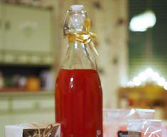 Herkkukori lahjaksi. Itse tehty herkkukori. Ideoita herkkukoriin. Ketchup, Hot Sauce Bottles