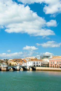 Entre a História da cidade e as Ilhas da Ria Formosa, Tavira revela-se muito mais do que um ponto de passagem no Algarve! #viaverde #viagensevantagens #Portugal #Sol #praia
